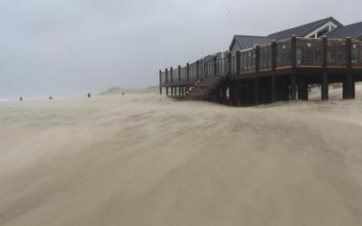 Sluizen dicht, Ark op drift: storm!